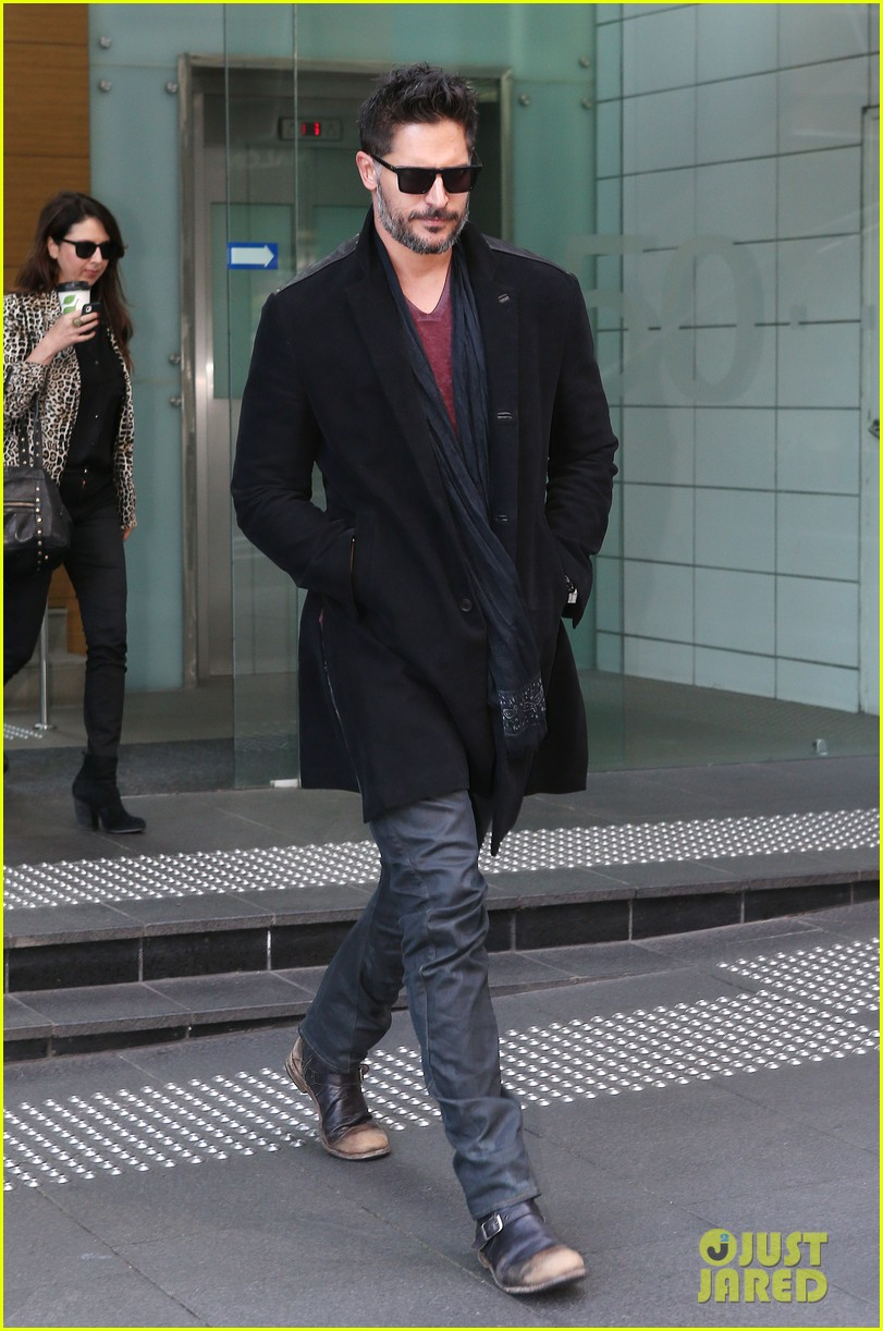joe manganiello lots of crazy fan stuff happens 032916053
