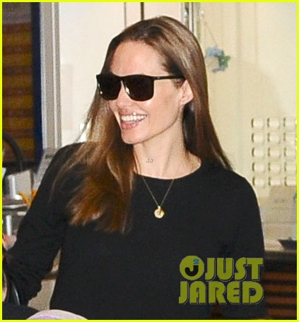 angelina jolie brad pitt japan arrival after maddox ipad theft 02