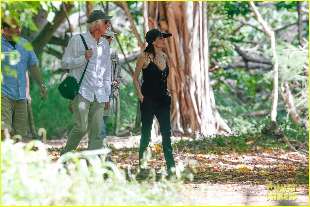 angelina jolie scouts filming locations in hawaii 11