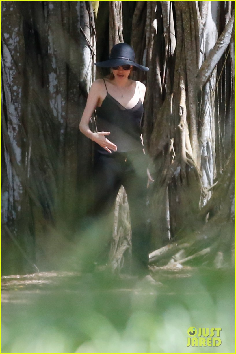 angelina jolie scouts filming locations in hawaii 12