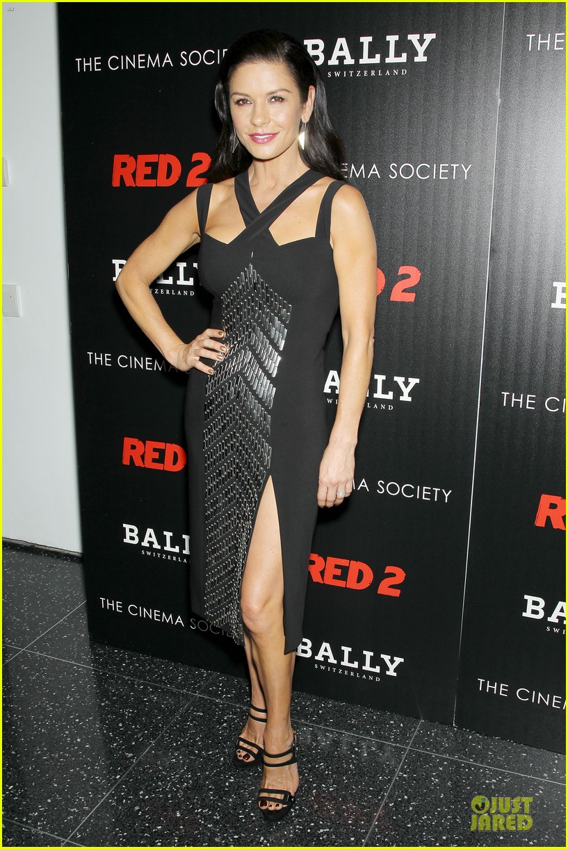 catherine zeta jones helen mirren red 2 nyc screening 01