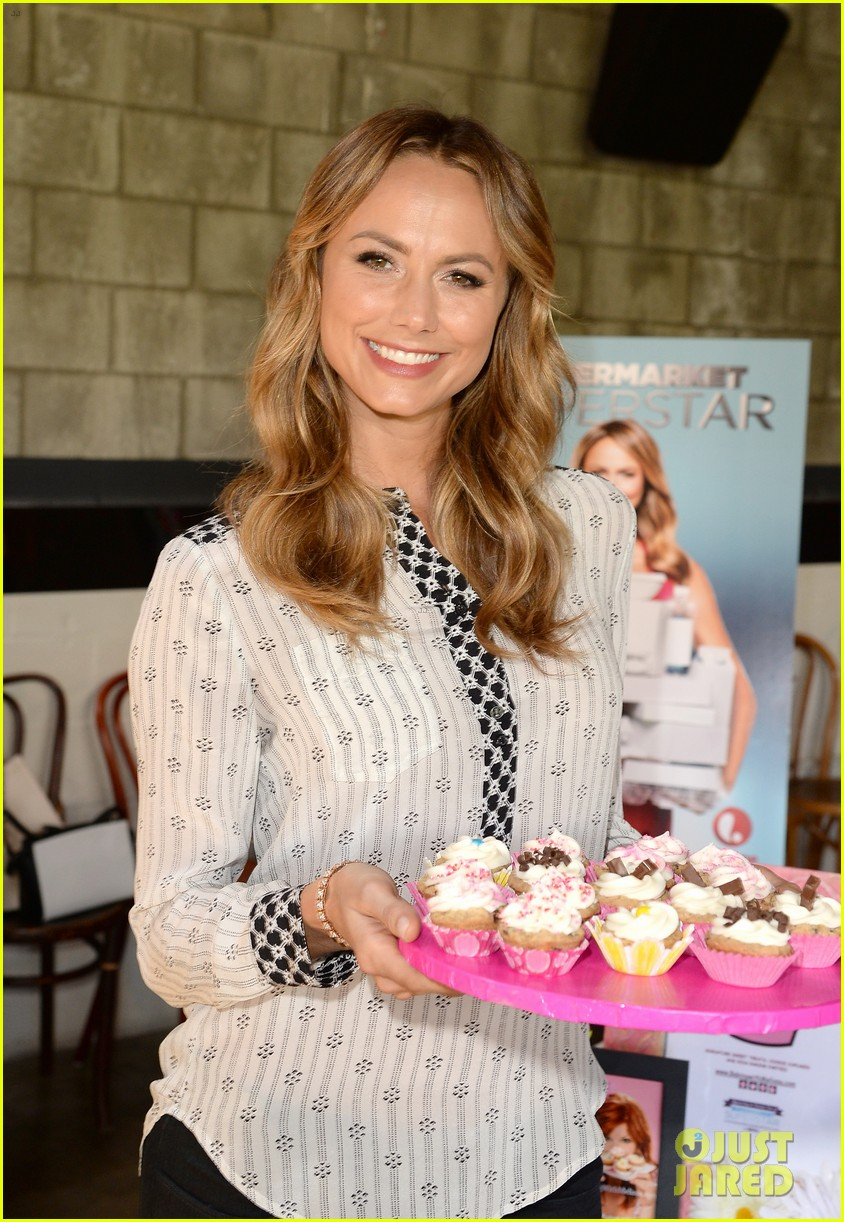 stacy keibler promote new show after george clooney split 072909863