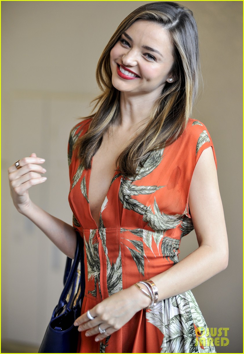 miranda kerr receives warm welcome in japan 08