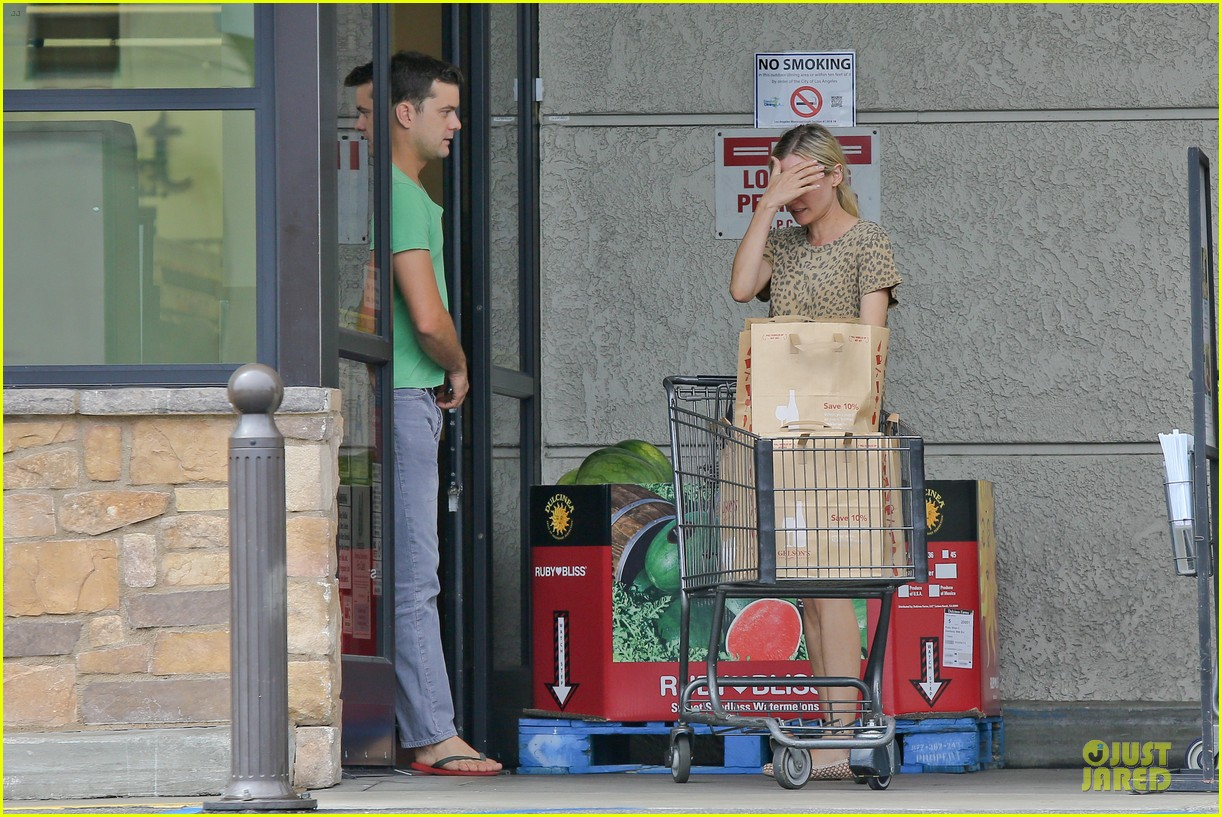 diane kruger joshua jackson white wine fruit shoppers 17