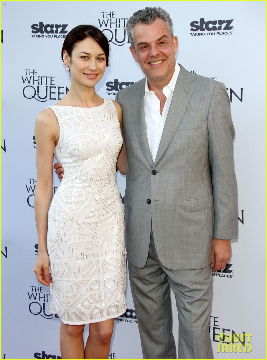 olga kurylenko kisses danny huston at white queen premiere 16