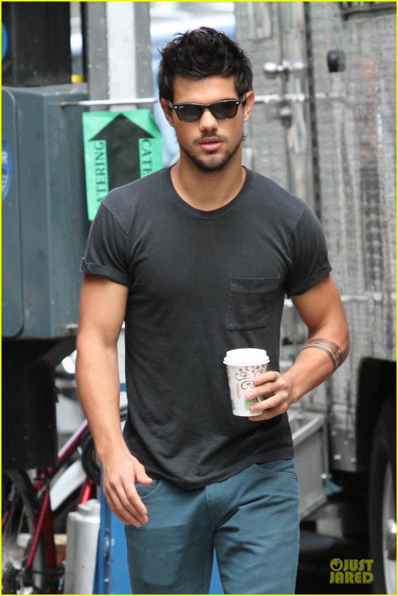 taylor lautner coffee break on tracers set 02