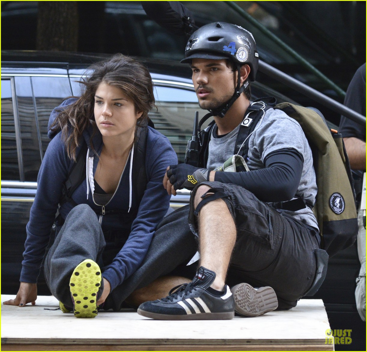 taylor lautner wood tracers scenes 08