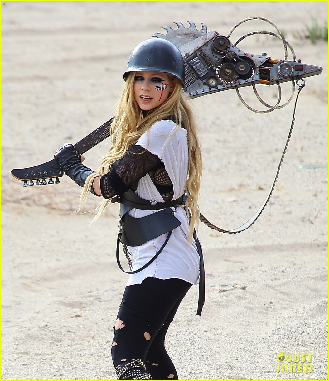 avril lavigne chainsaw action for rock n roll video shoot 10