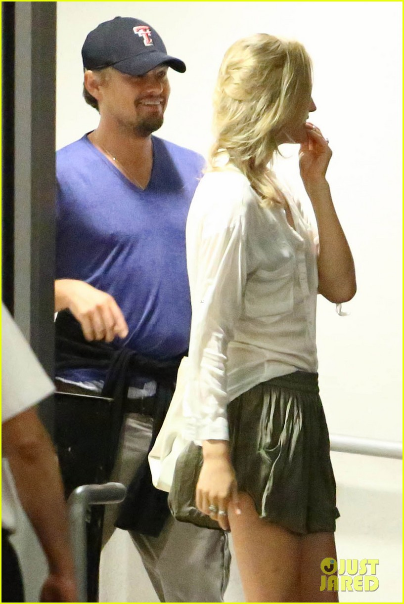 leonardo dicaprio thumbs up after toni garrn date 082915866