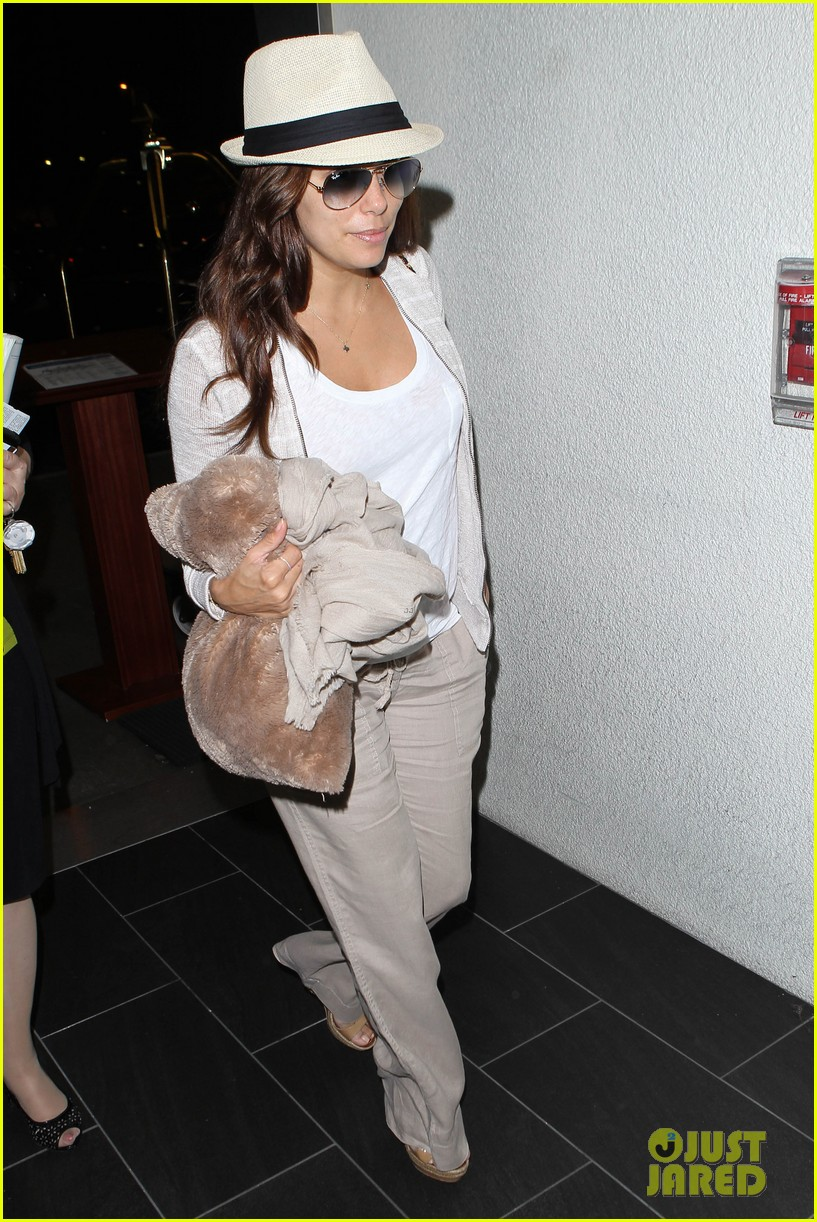 eva longoria lands in los angeles after paris trip 042908872
