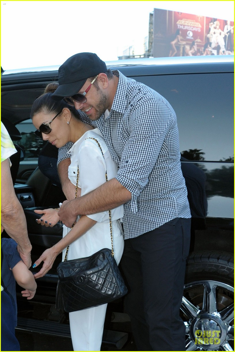eva longoria ernesto arguello holding hands at cafe med 02