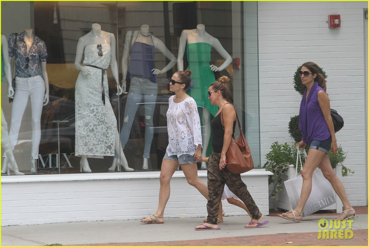 jennifer lopez casper smart hamptons weekend trip 03