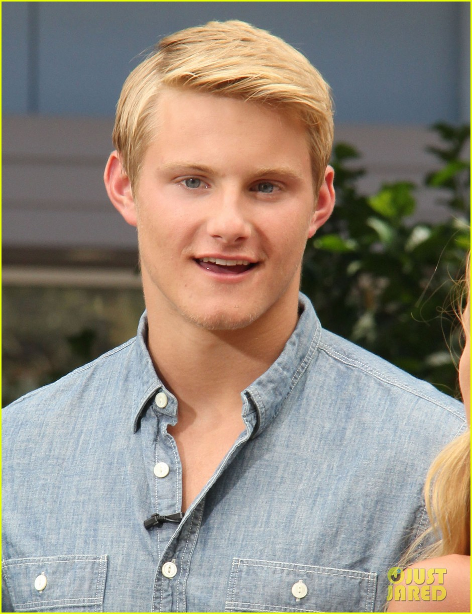 alexander ludwig visits extra at the grove 112906473
