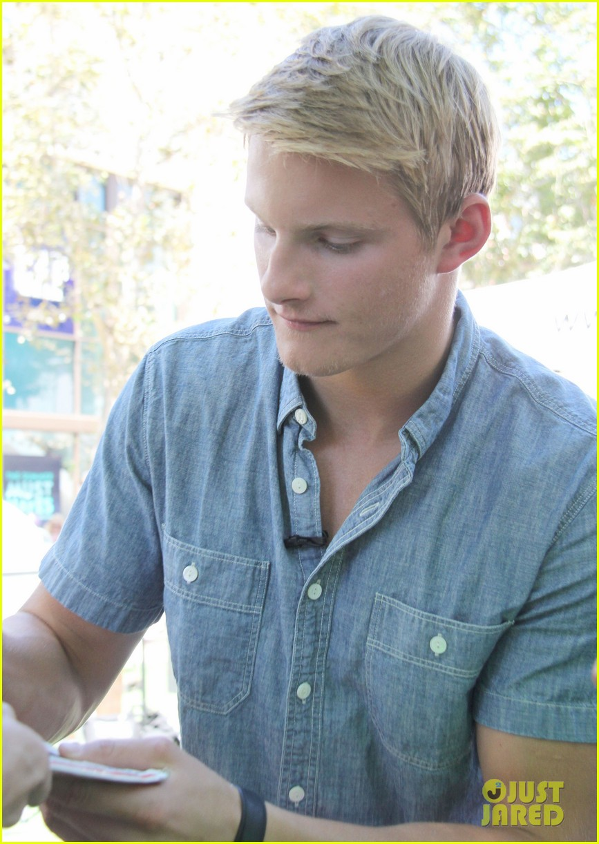 alexander ludwig visits extra at the grove 14