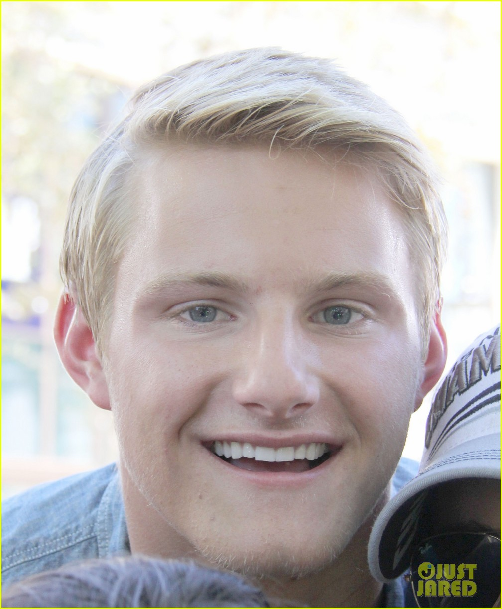 alexander ludwig visits extra at the grove 16