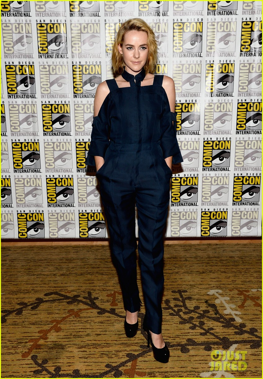 jena malone lenny kravitz catching fire comic con panel 212913177