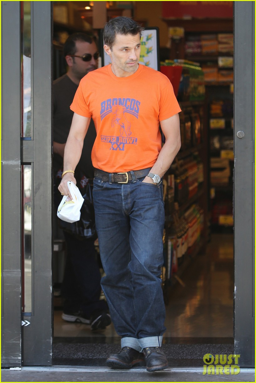olivier martinez grocery shopping after french wedding 08