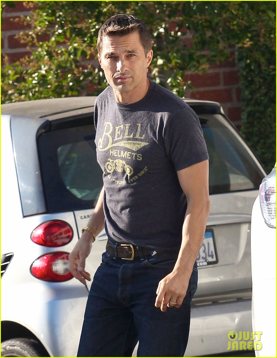 olivier martinez nahla pick up pizza for dinner 04