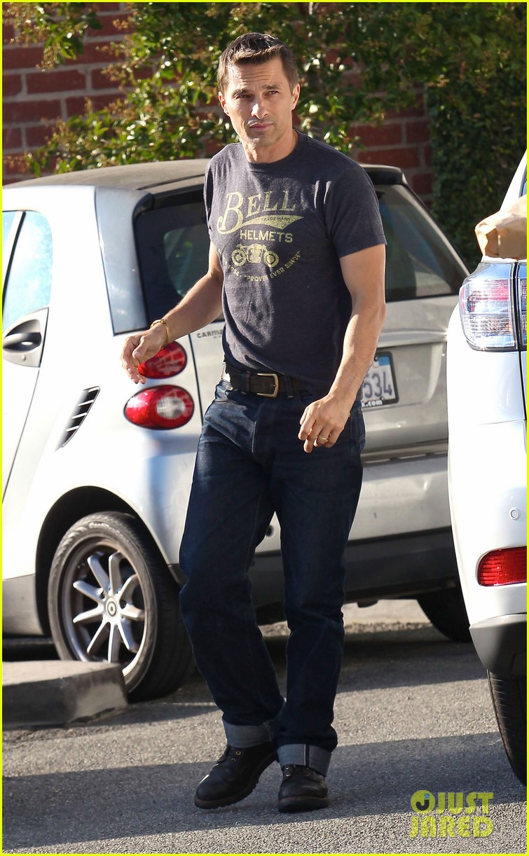 olivier martinez nahla pick up pizza for dinner 06