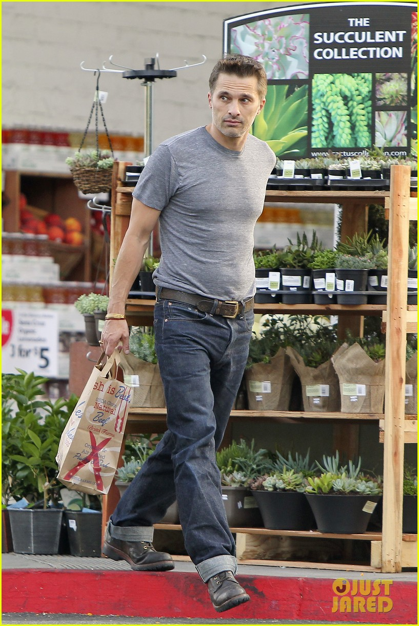 olivier martinez makes two trips to grocery store on july 4 07