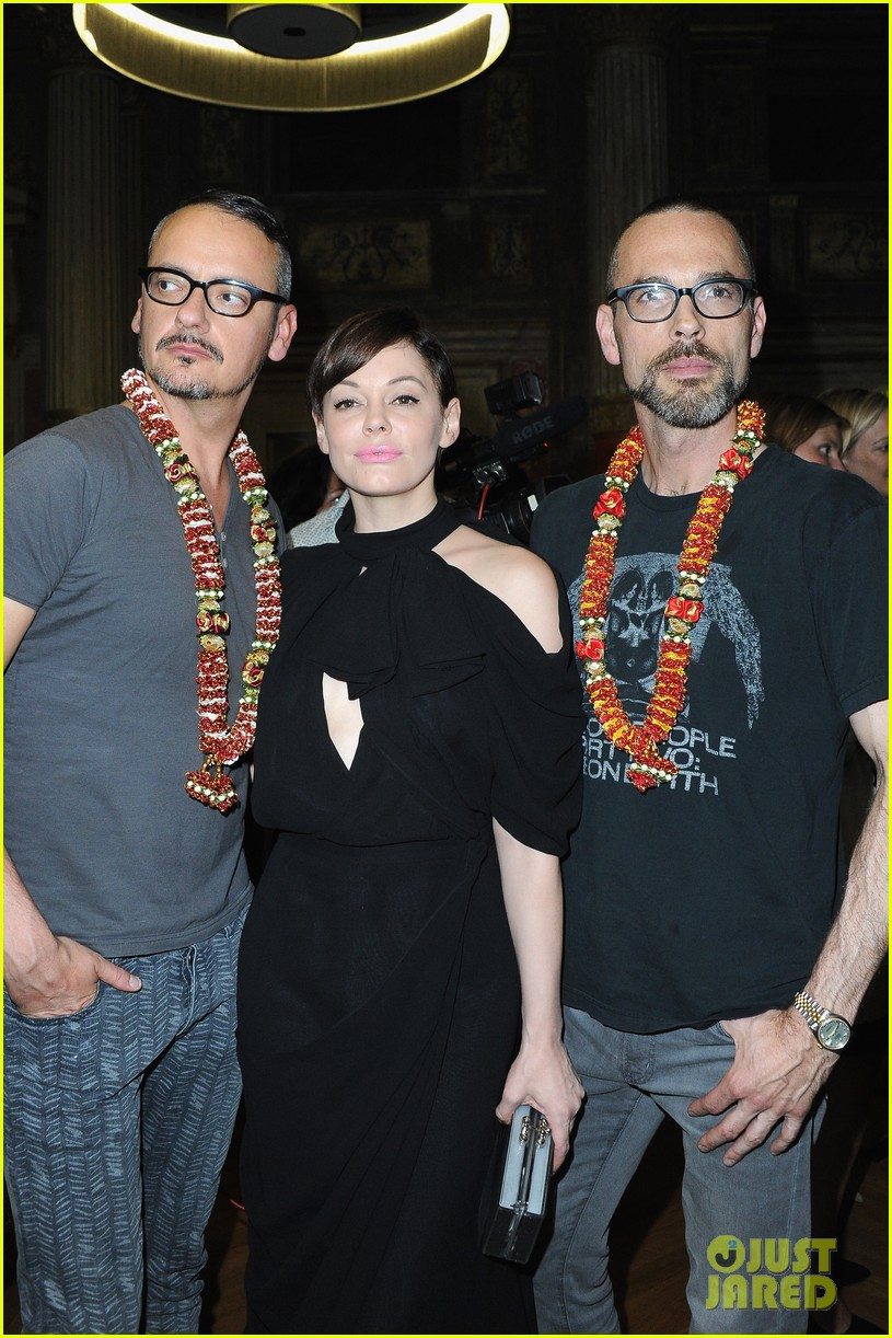 rose mcgowan dakota johnson viktor rolf fashion show 10