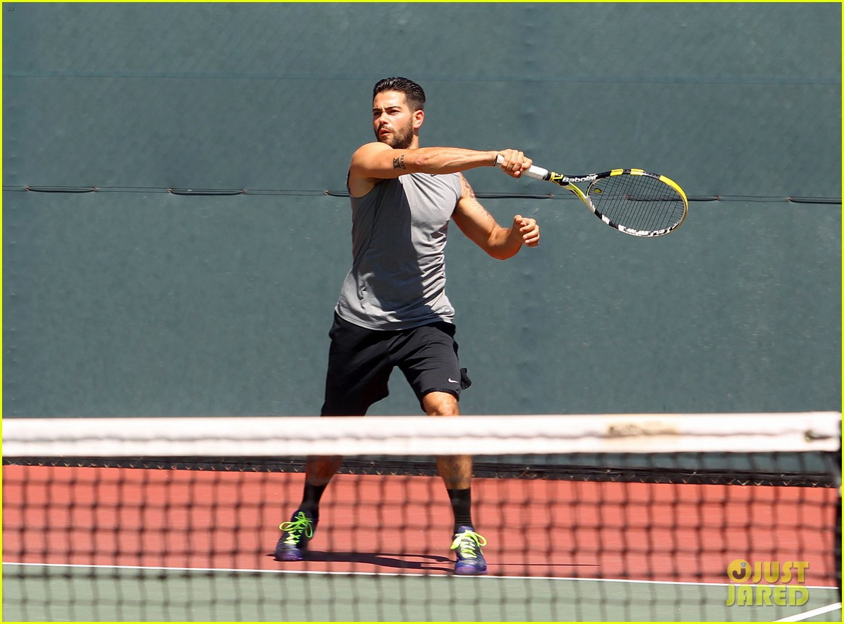 jesse metcalfe shirtless tennis playing with cara santana 07