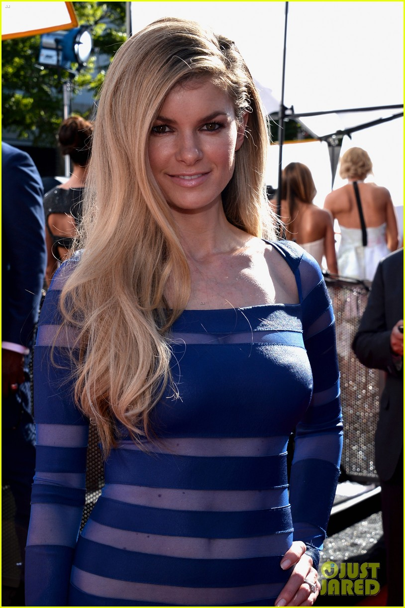 marisa miller chrissy teigen espys 2013 red carpet 02