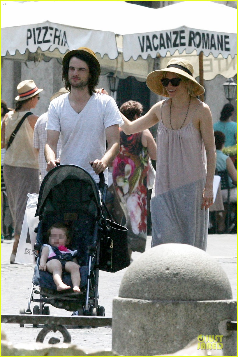 sienna miller tom sturridge villa borghese with marlowe 032918171