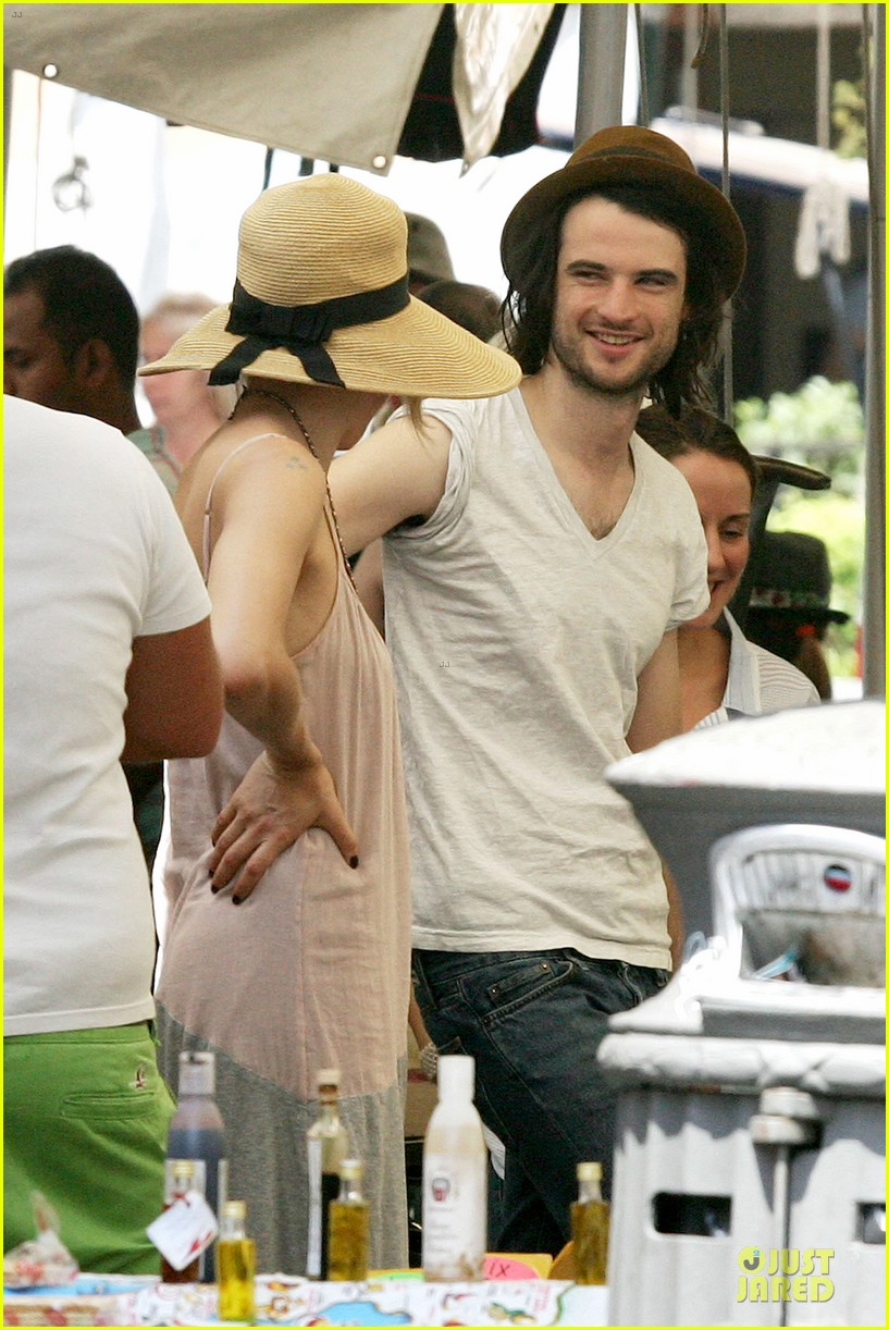 sienna miller tom sturridge villa borghese with marlowe 04