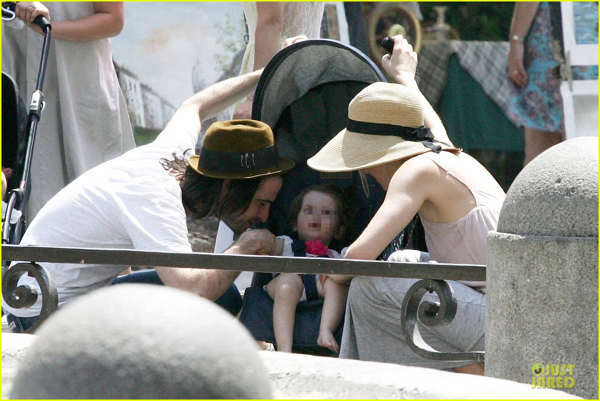 sienna miller tom sturridge villa borghese with marlowe 17