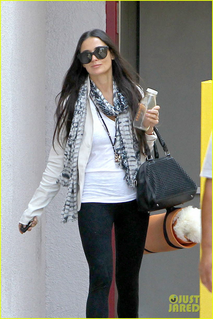 demi moore works it out at yoga 092912189