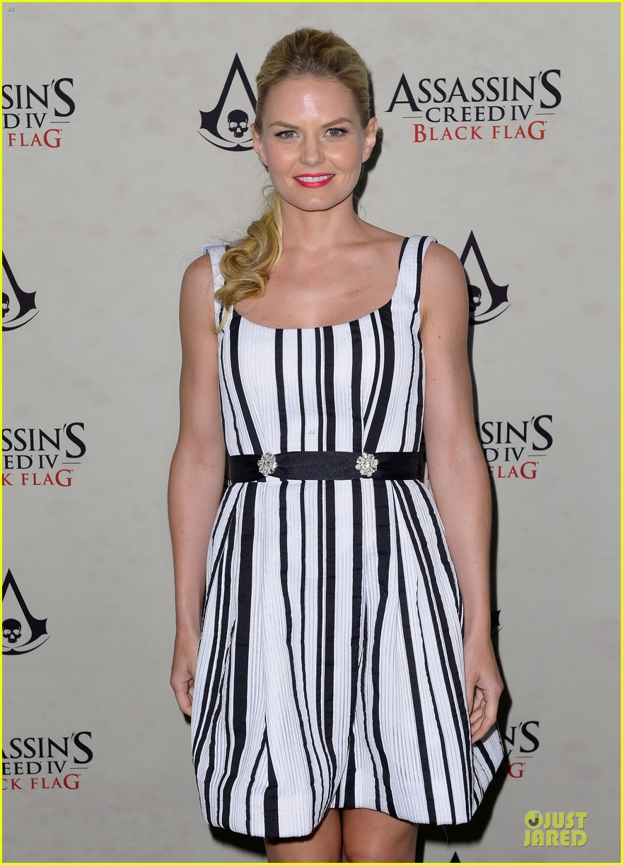 jennifer morrison aaron eckhart assassin creed iv black flag party 02