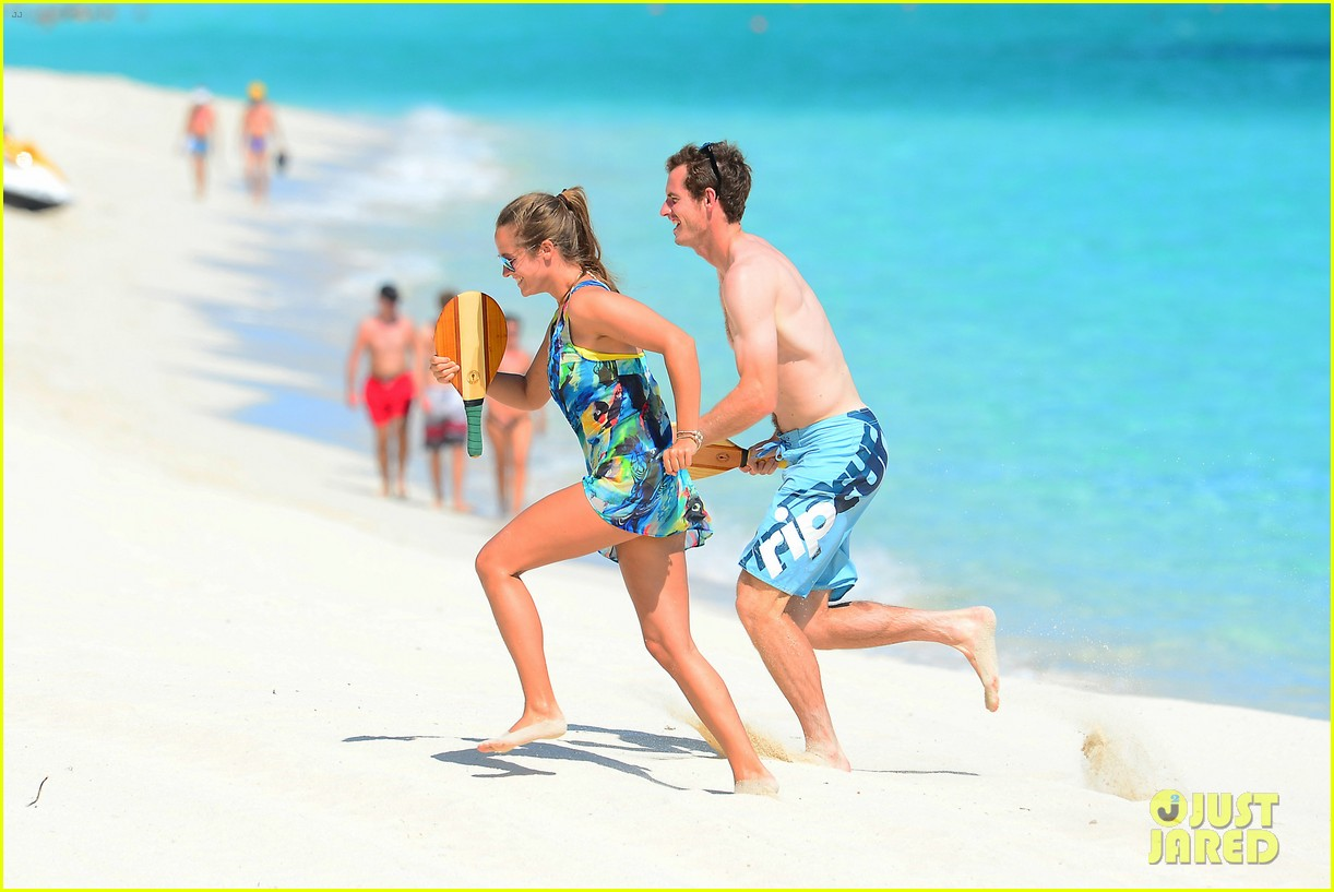 shirtless andy murray ibiza beach besos with kim sears 07
