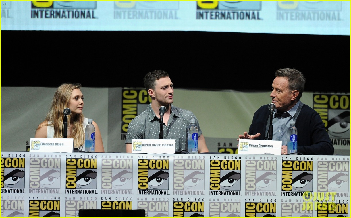 elizabeth olsen aaron taylor johnson godzilla at comic con 09
