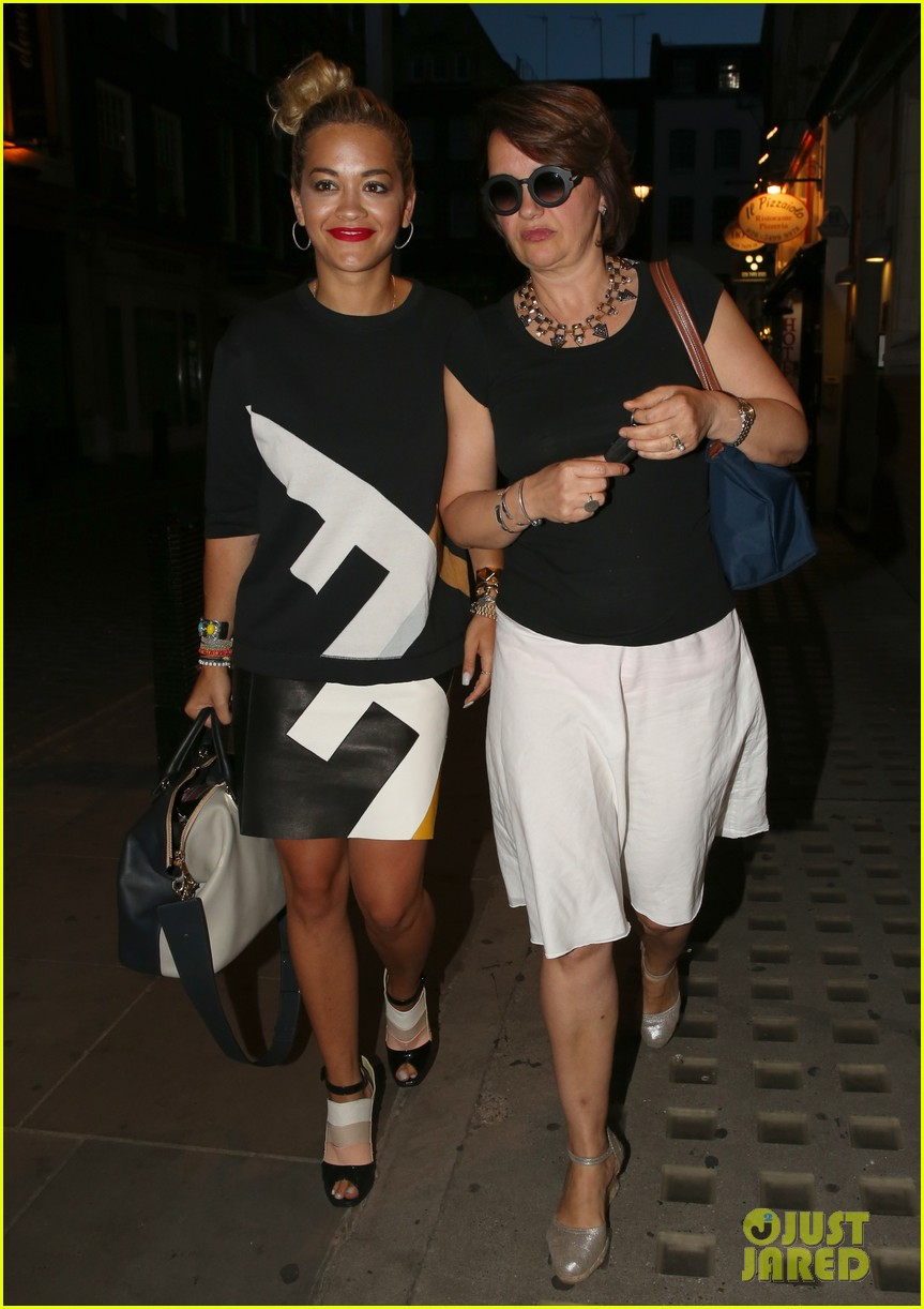rita ora family dinner after barcelona trip 092917005