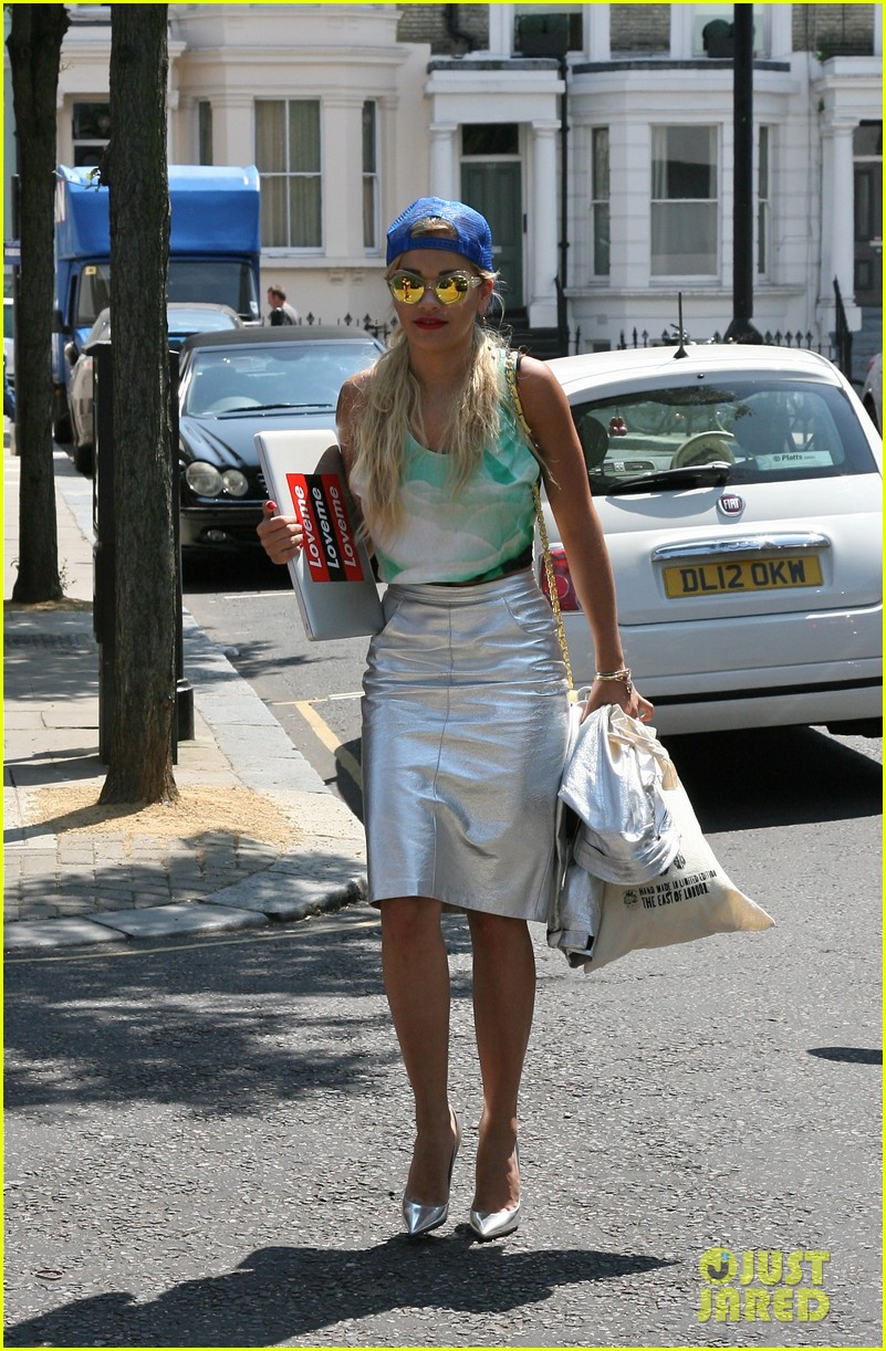rita ora staying at the studio til its done 052907125