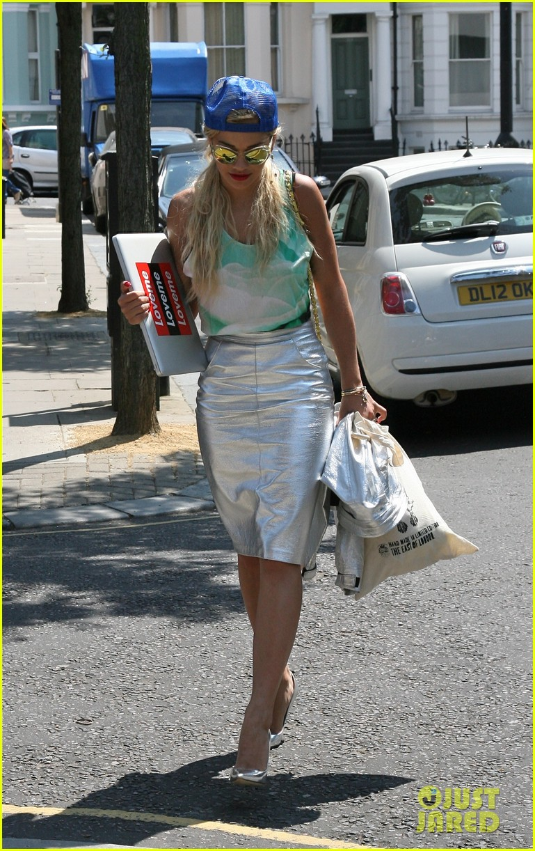 rita ora staying at the studio til its done 072907127