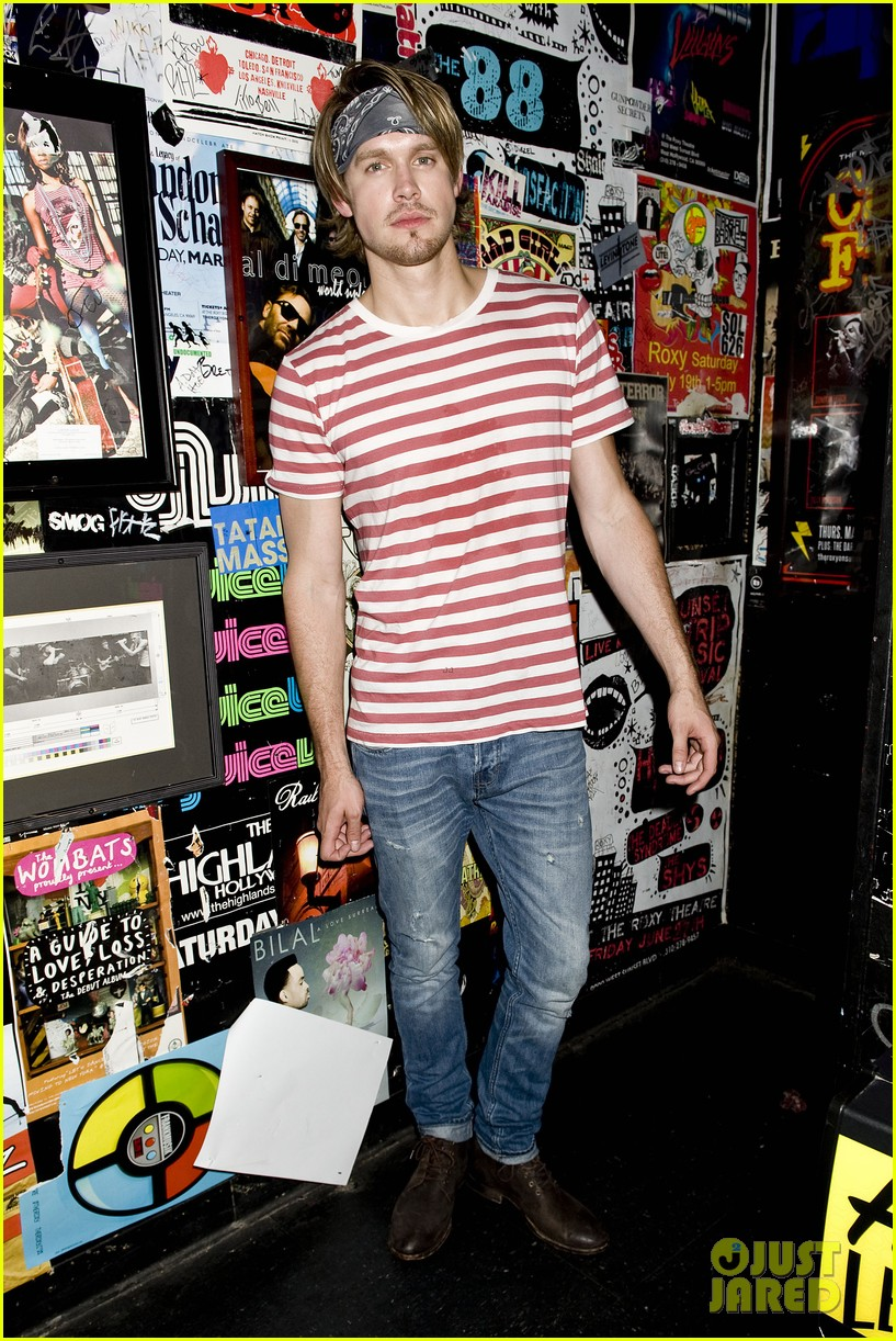 chord overstreet performs at the roxy glee cast supports 032913140
