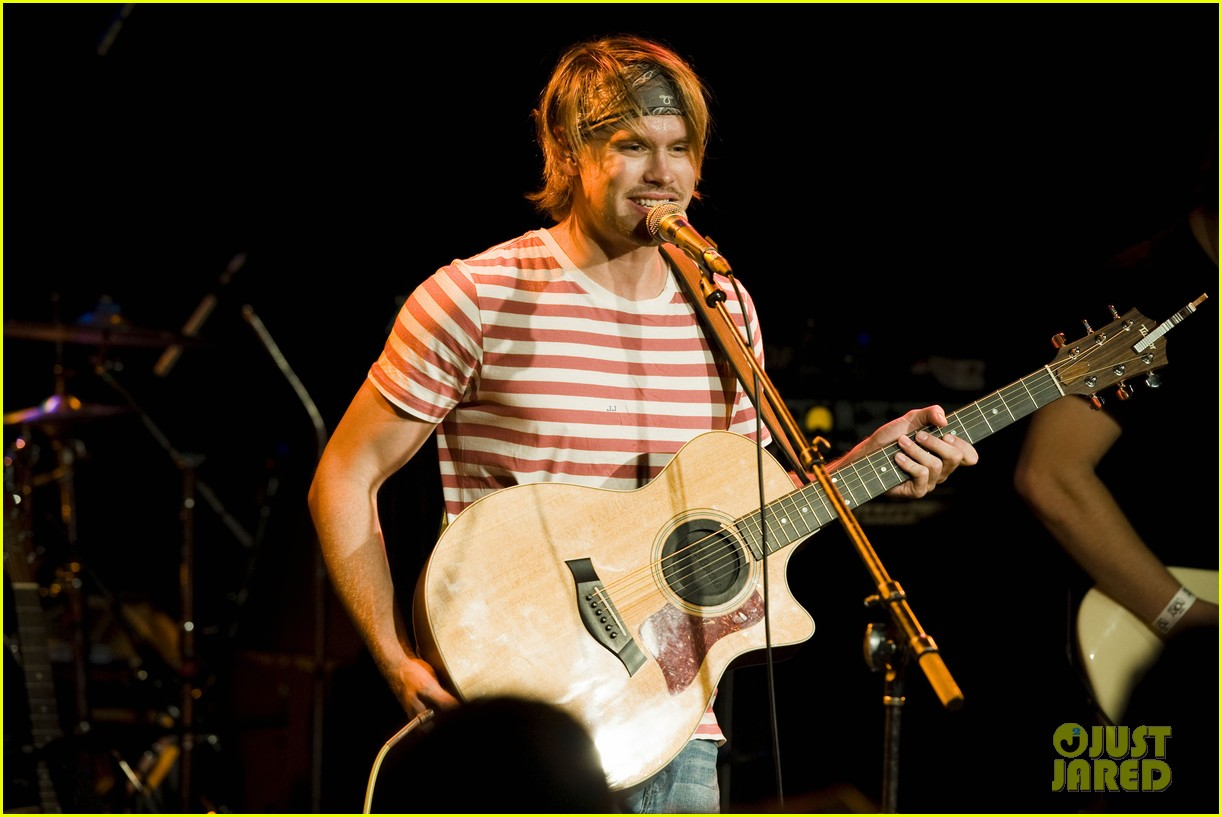 chord overstreet performs at the roxy glee cast supports 19