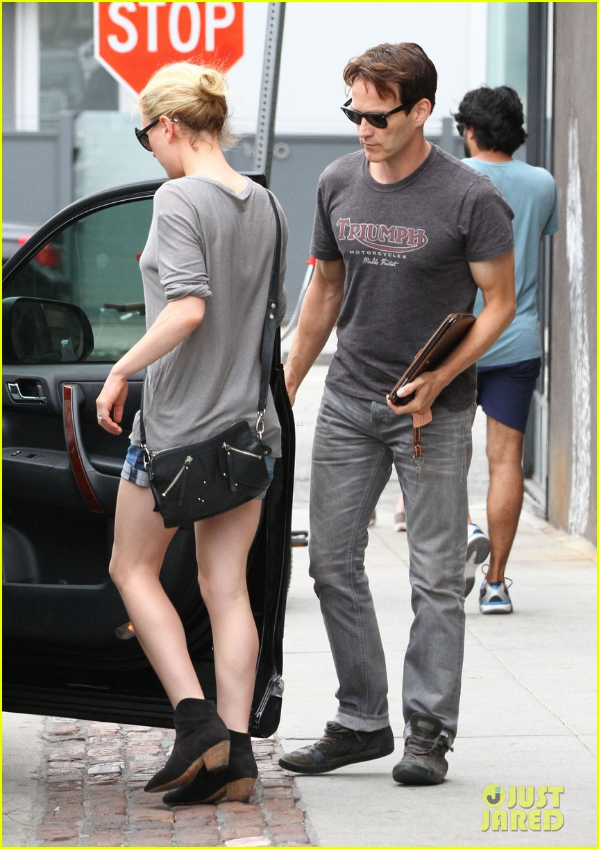 anna paquin stephen moyer cuddle close in venice beach 03