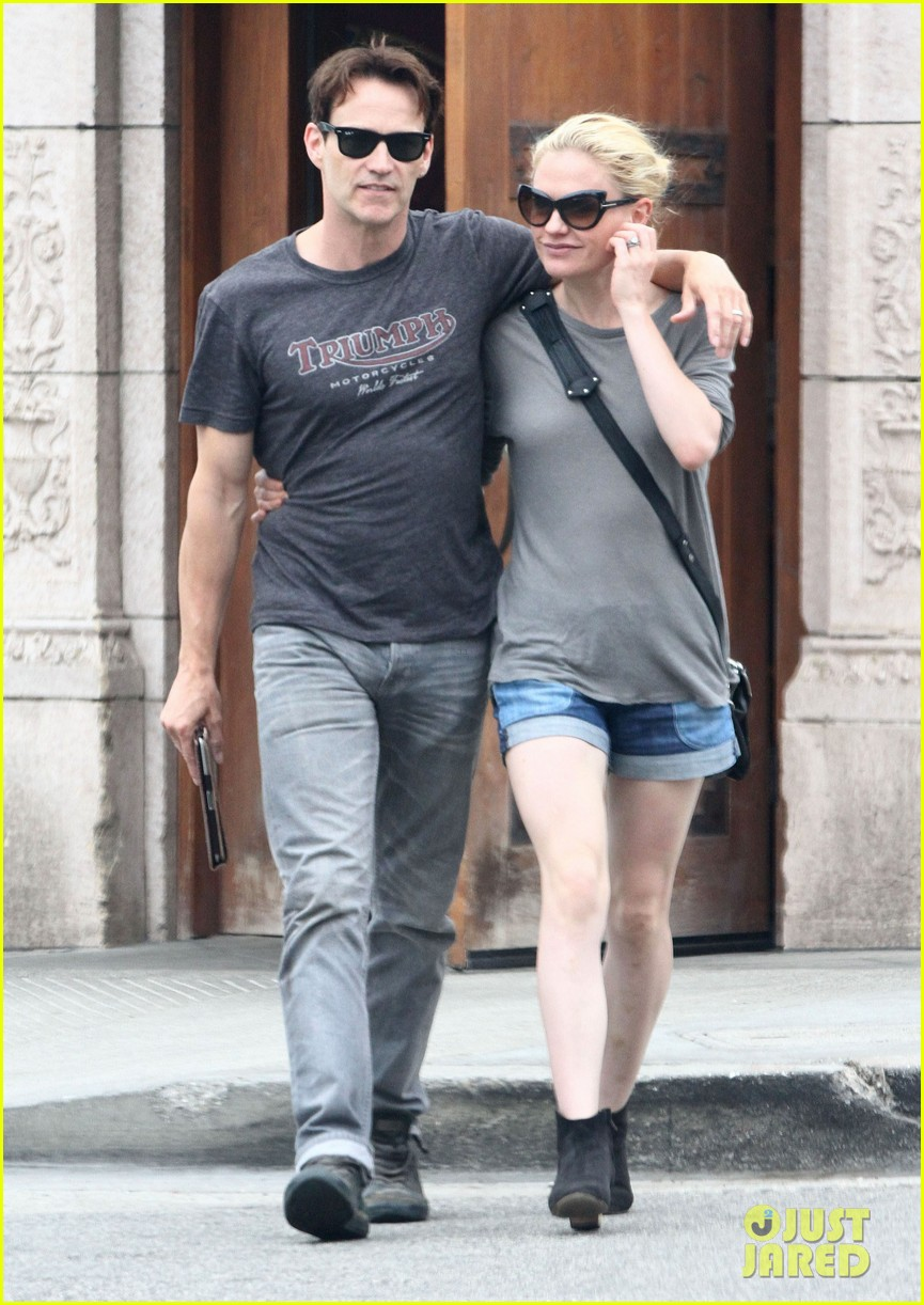 anna paquin stephen moyer cuddle close in venice beach 06
