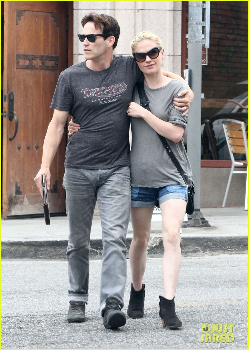 anna paquin stephen moyer cuddle close in venice beach 10