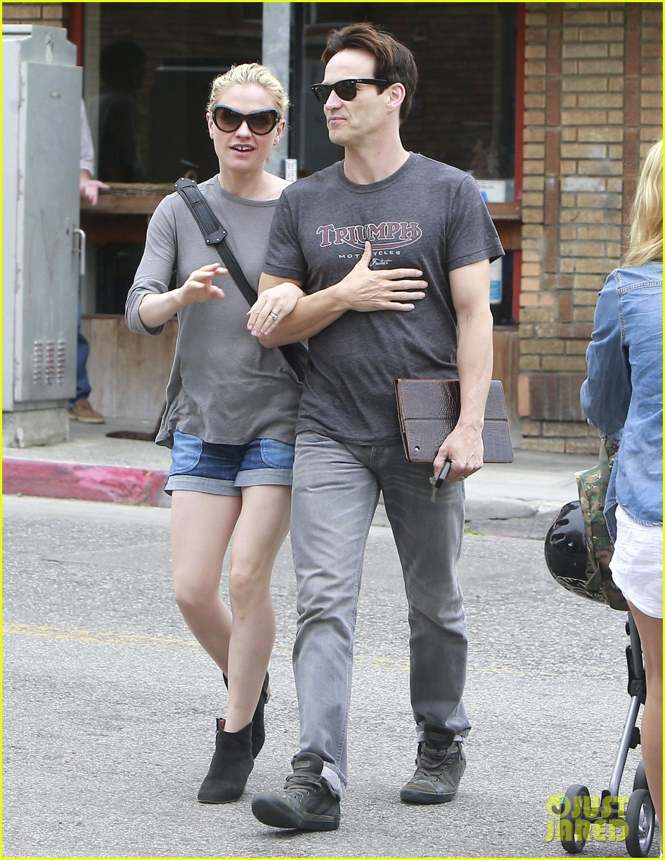anna paquin stephen moyer cuddle close in venice beach 19