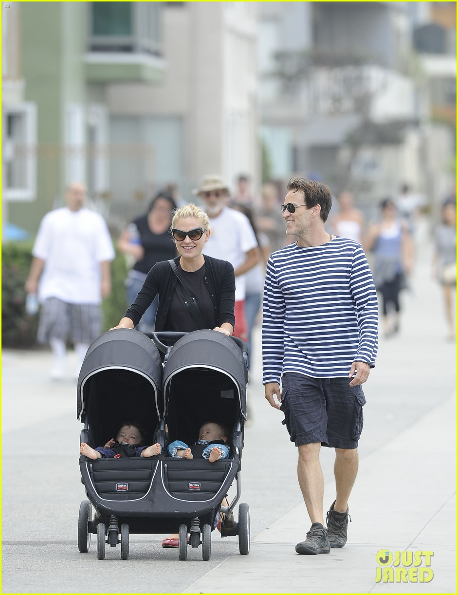 anna paquin stephen moyer sunday stroll with the twins 05
