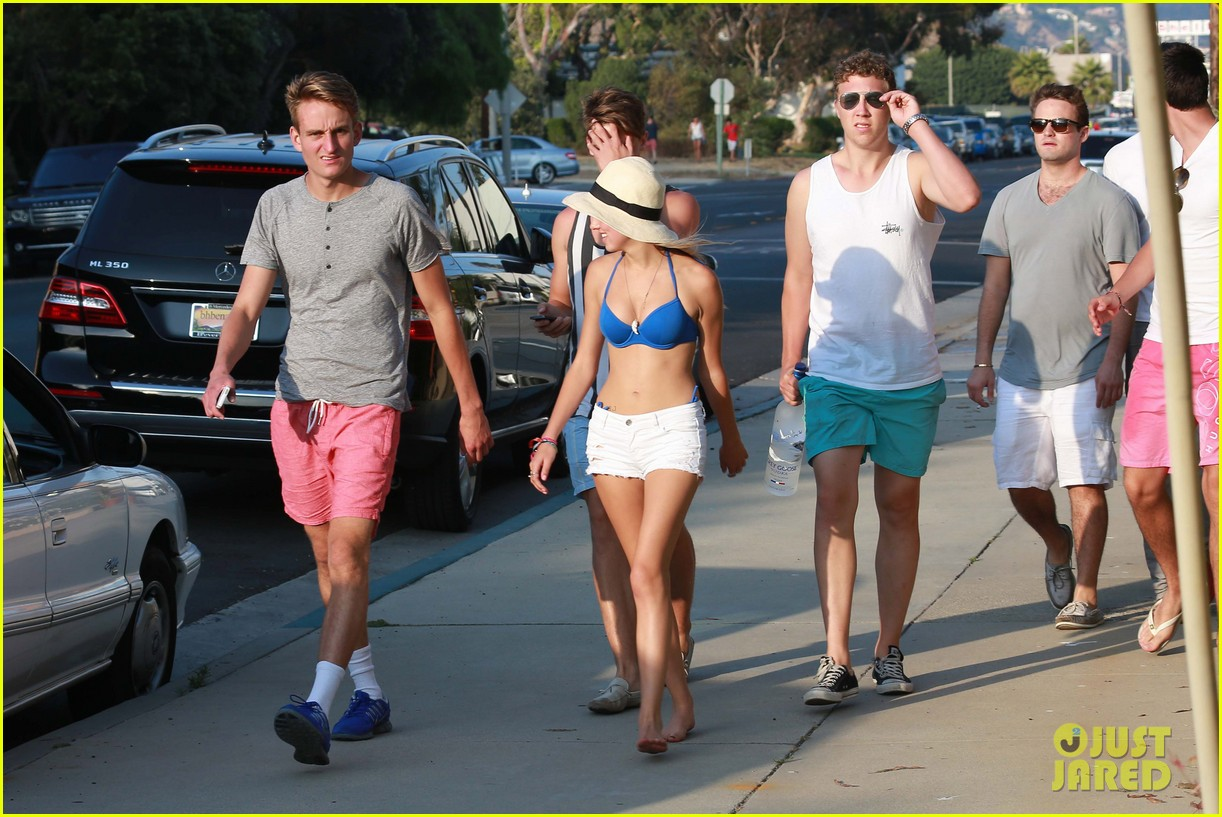 patrick schwarzenegger taylor burns paris hiltons july 4 party 27