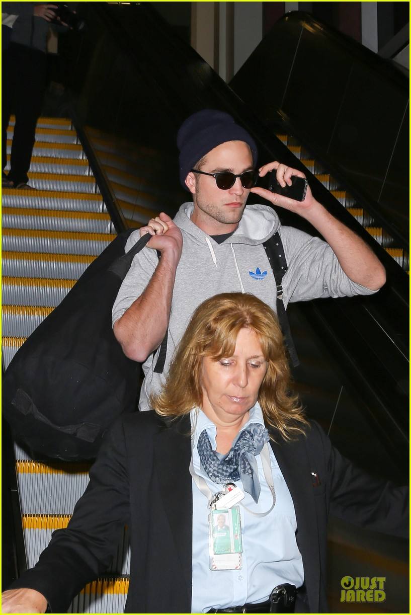 report pattinson lax landing after map of the stars filming 02