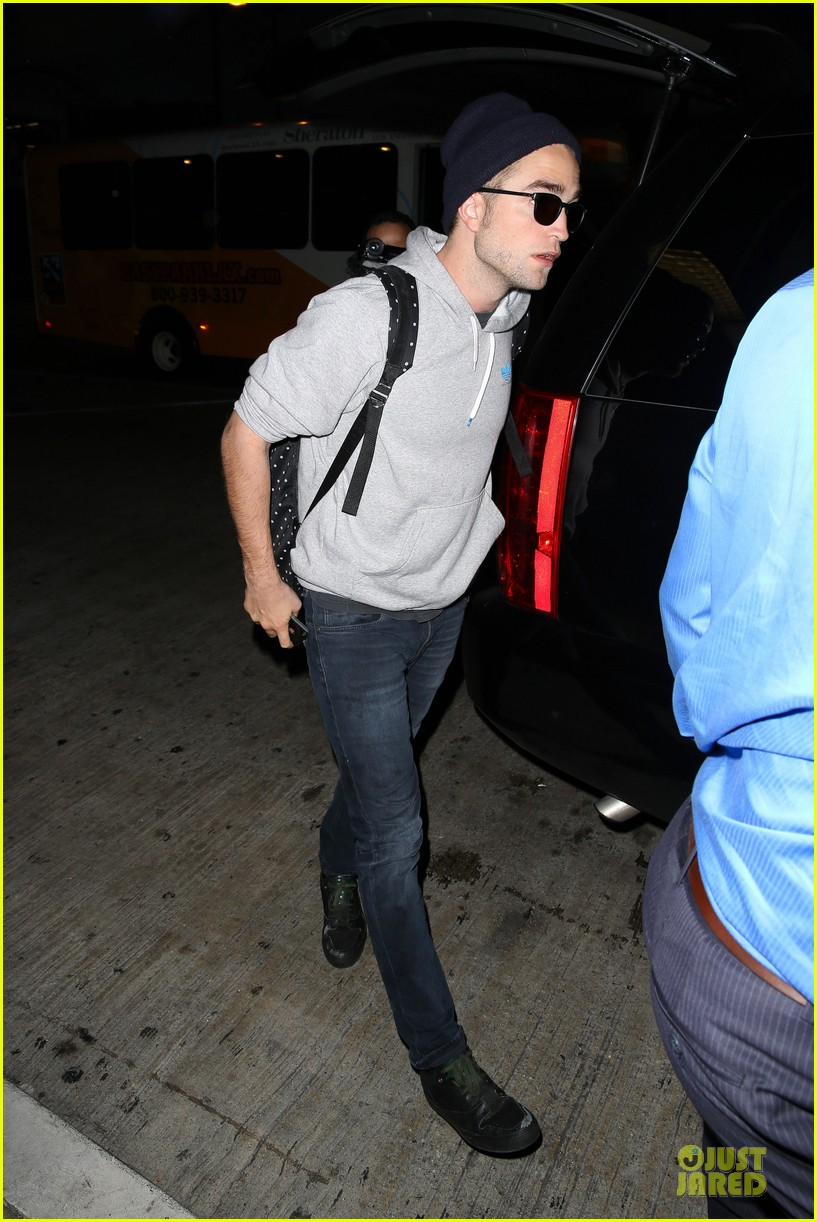 report pattinson lax landing after map of the stars filming 13