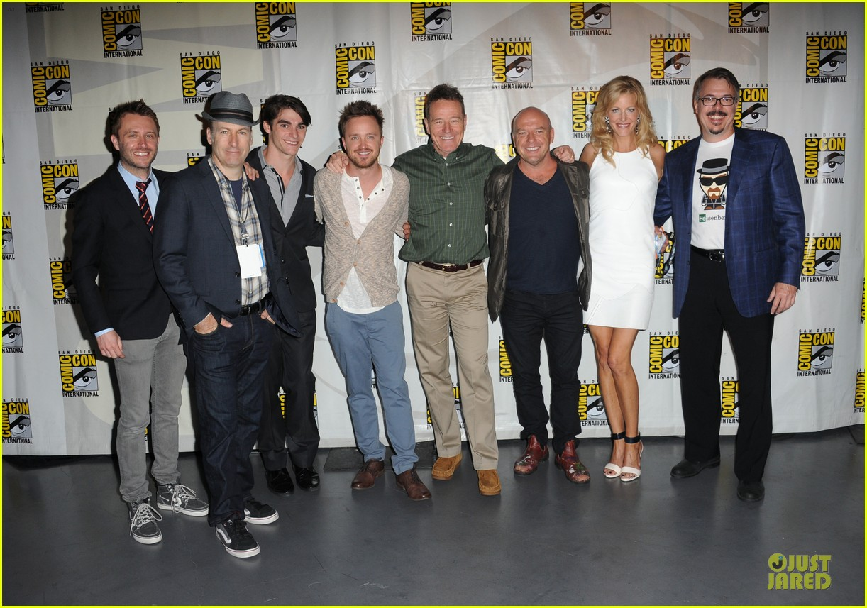 aaron paul bryan cranston breaking bad panel at comic con 012914265
