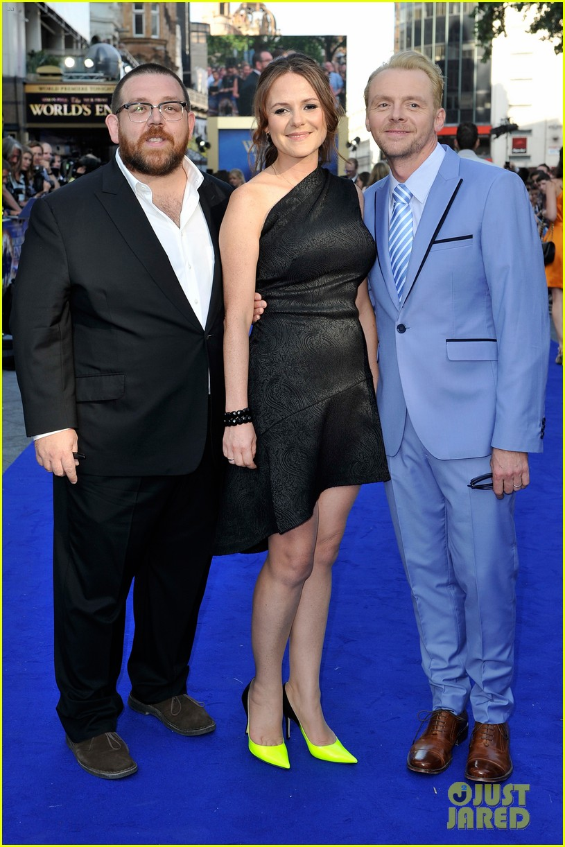 simon pegg rosamund pike the worlds end premiere 102907737