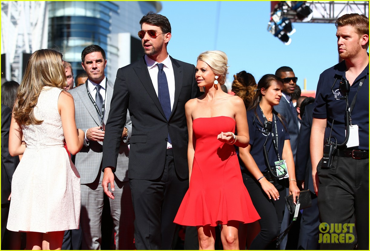 michael phelps new girlfriend espys 2013 red carpet 07